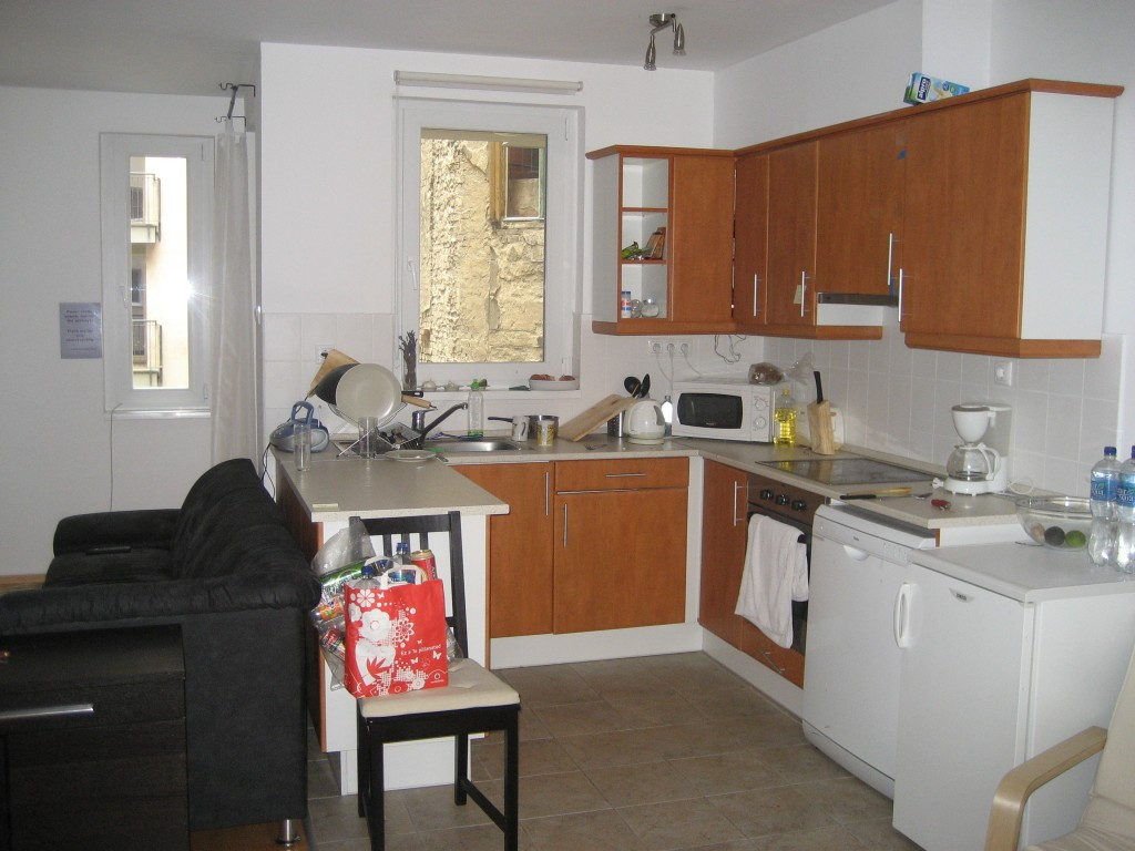 there's a kitchen- hooray!